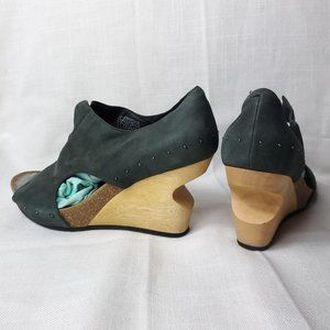 Tsubo Cellini leather teal wood wedges